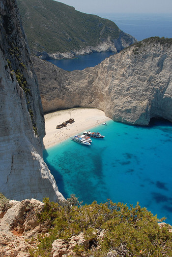 Хотите сделать визу в Грецию из Москвы, хотя прописаны в Питере? Имейте для этого уважительную причину.