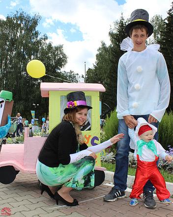 Андрей и Дарья Шукшины, Парад колясок в Екатеринбурге 2016, фото