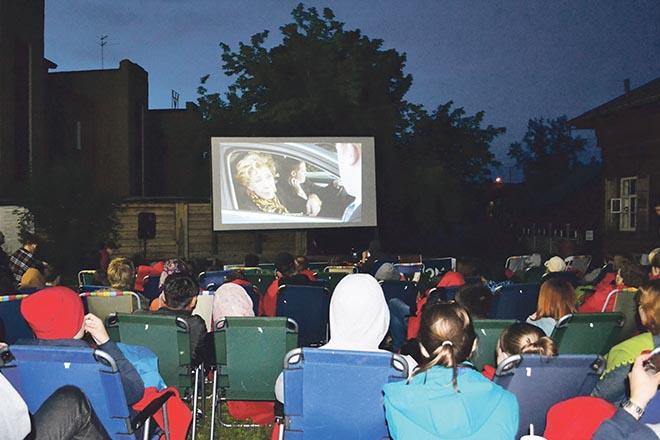 Кино под открытым небом в Иркутске