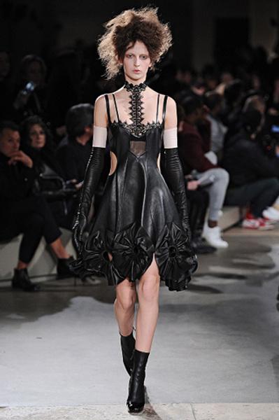 Неделя моды в Париже: показы Alexander McQueen и Paul & Joe ready-to-wear осень — зима 2015-2016   галерея [1] фото [12]