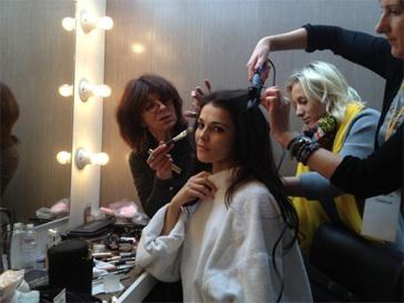 Сати Казанова доверяет свой образ только команде профессиональных стилистов.
