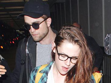 Роберт Паттинсон (Robert Pattinson) и Кристен Стюарт (Kristen Stewart) перестали заниматься сексом из-за матери Кристен