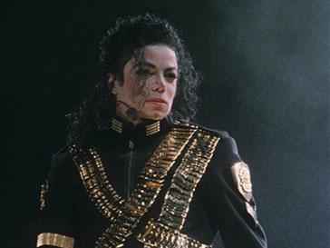 Майкл Джексон (Michael Jackson) продолжает зарабатывать миллионы и после смерти