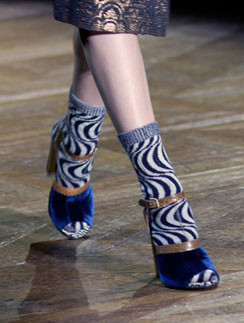 Тренд весны-2011: носки и открытые туфли