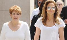 Дженнифер Лопес устроила шопинг с мамой