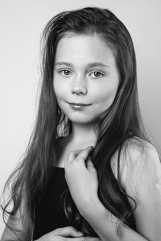 Голая девочка черно розовых трусиках фото 696-384