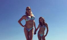 Волочкова с дочкой носят одинаковые купальники