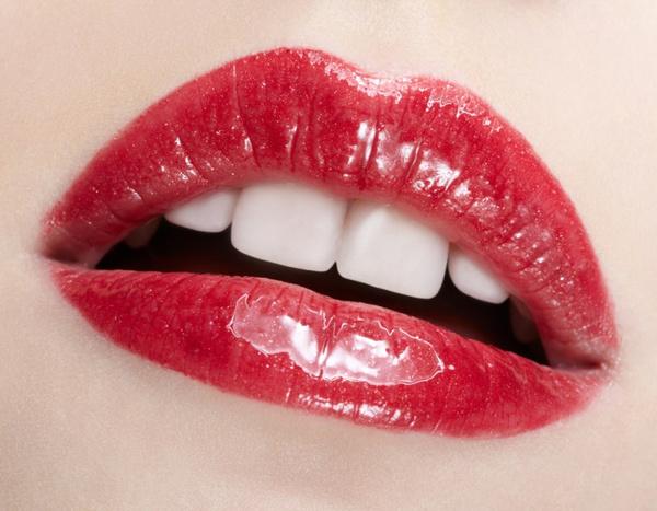 фото губ больших