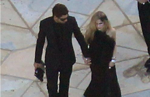 Аврил Лавин и Броуди Дженнер прибыли на свадьбу в черном.