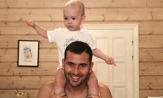 Жена Кержакова с приставами забирает сына у футболиста