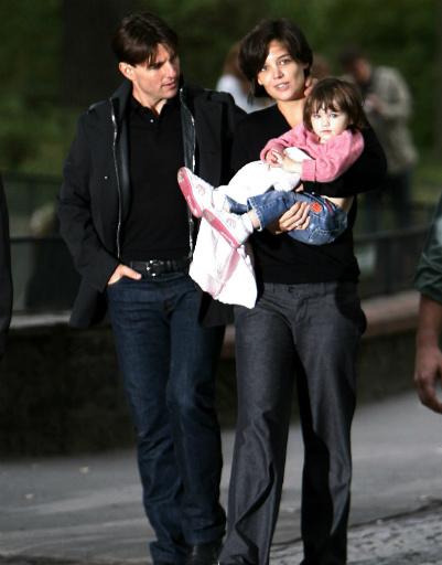 Том Круз (Tom Cruise) и Кэти Холмс (Katie Holmes) с дочерью Сури, 2007 год