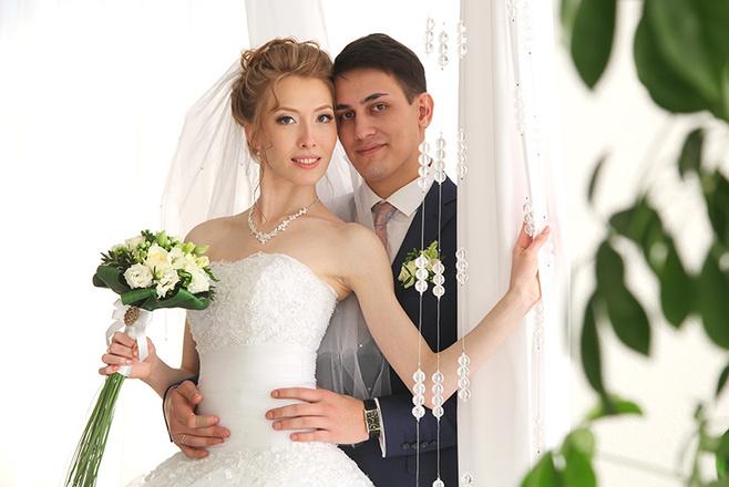 svekor-trahnul-nevestku-na-svadbe-apskirt-nyu-chastnoe