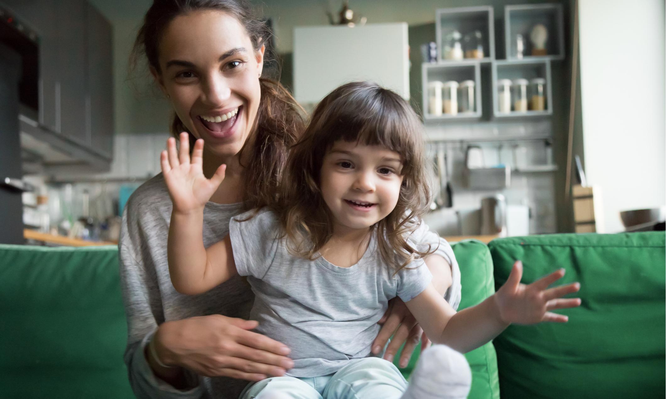 Чем заняться дома с детьми: бесплатные фильмы, книги и подкасты