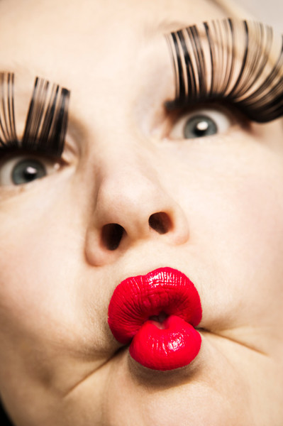 Девушки с куринами жопами на губах