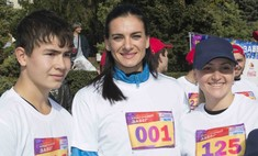 Елена Исинбаева возглавила красочный забег в Волгограде