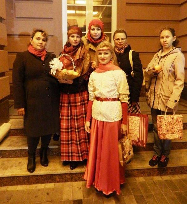 Некоторые участницы акции Lady in red