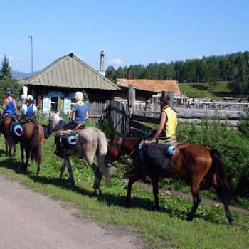 Конные походы по Южному Уралу длятся в среднем три дня и проходят по одинаковой схеме.