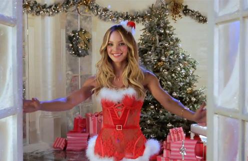 Кадр из праздничного видео Victoria's Secret