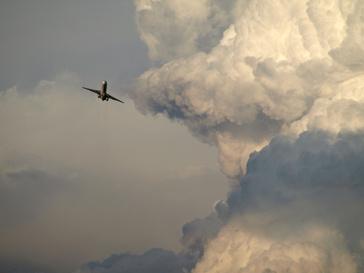 Облако и самолет