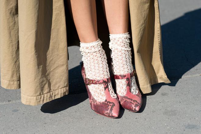 Секс фото женщины в белых шерстяных носках фото 388-853
