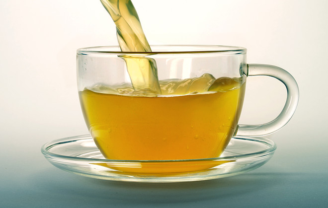 протирать лицо чаем