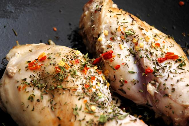Кролика варят, жарят, тушат, делают из него рагу и паштет. Одно из классических «заячьих» блюд – суп.