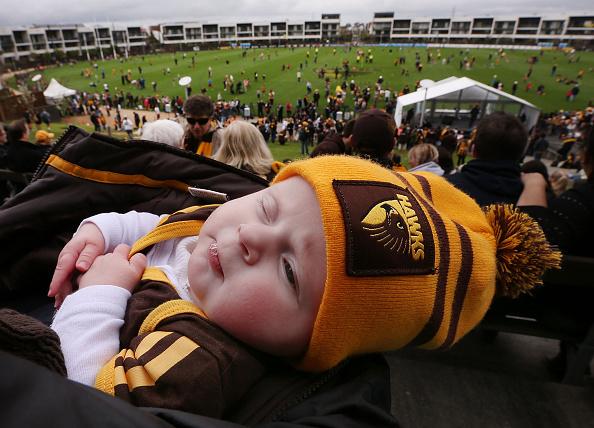 Если ребенок спит с приоткрытыми глазами — что делать?