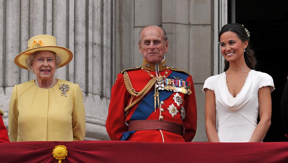 Елизавета II, принц Филипп и Пиппа Миддлтон