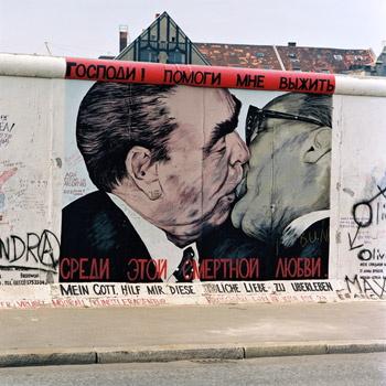 Бернд Кюлер, «Братский поцелуй» (рисунок Дм. Врубеля), 1992