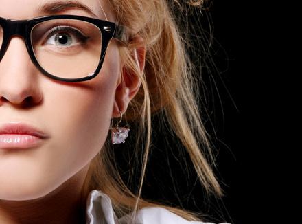 Стесняться носить очки недальновидно!