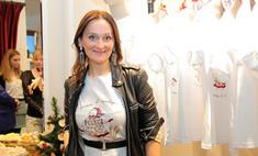 Елена Сотникова представила футболки собственного дизайна