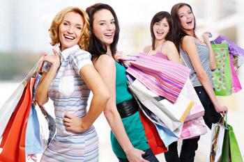 За покупками хорошо отправляться в компании. С подругами всегда можно посоветоваться и просто весело провести время.