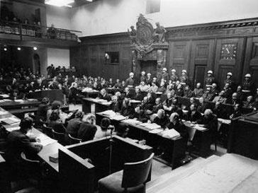 Новый музей расположился в зале трибунала, где состоялся суд над нацистами