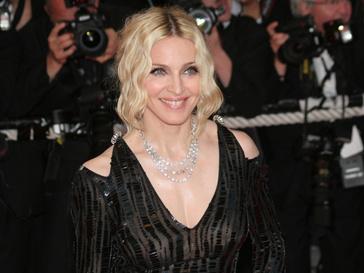 Певица Мадонна на красной ковровой дорожке