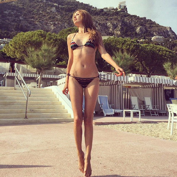 Виктория Боня на пляже