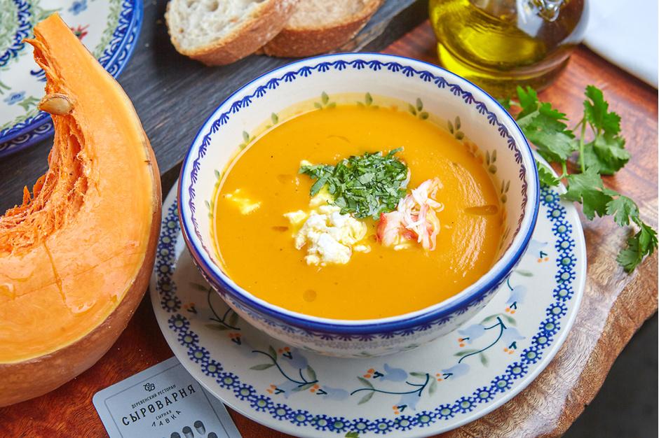 Тыквенный суп с рикоттой и крабом