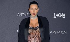 Беременная Ким Кардашьян вышла в свет в прозрачном