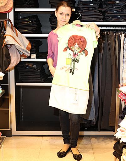 Юлия хочет летом-2012 быть яркой и заметной. поэтому отдала предпочение салатовому топу и мин-юбке из белого денима