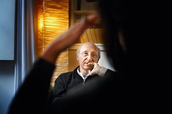 Роберт Нойбургер (Robert Neuburger), семейный психотерапевт. Он возглавляет европейскую Ассоциацию «Центр исследования семьи» (CEFA).