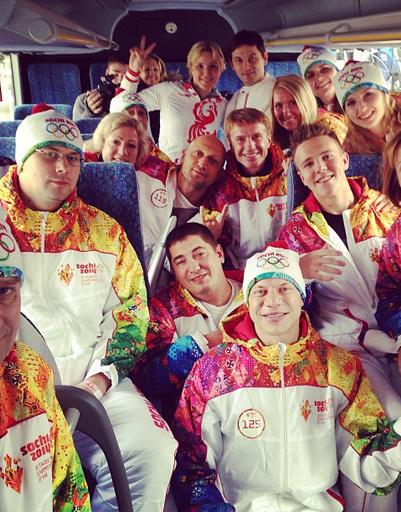 Участники эстафеты Олимпийского огня