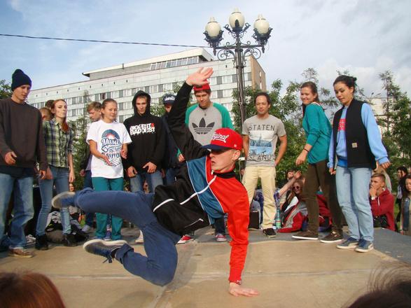Танцы на сквере - 2014