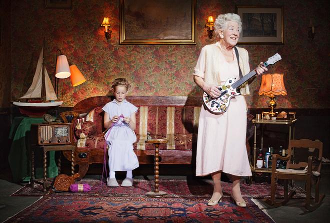 должна ли бабушка сидеть с внуками