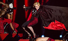 Мадонна упала со сцены