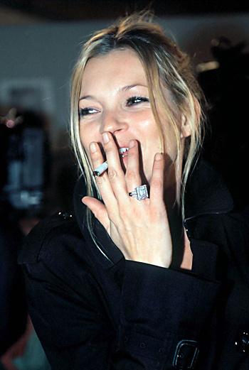 Кейт Мосс не расстается с сигаретой