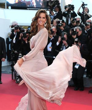 Платья наголо самые сексуальные наряды звезд  Places to