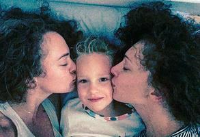 Аглая Тарасова с мамой и младшей сестренкой Соней