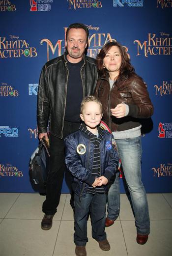 Виктор Гусев с семьей