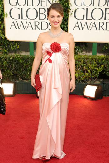 Лучшая драматическая женская роль – Натали Портман за фильм «Черный лебедь».