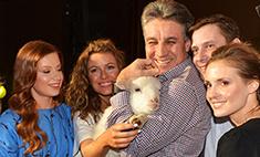 Алексей Пиманов получил в подарок живую овечку