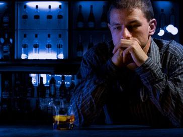 Трудоголики часто страдают от алкоголизма